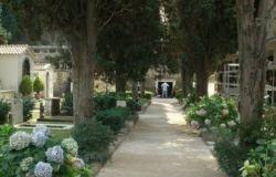 Roma, 500 morti in più rispetto ad ottobre 2019, il cimitero Flaminio al collasso