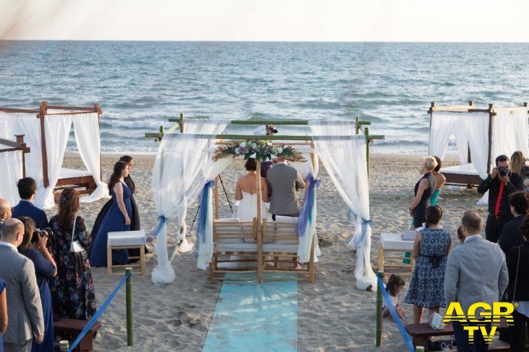 Fiumicino, matrimoni sulla spiaggia, il primato a Passoscuro