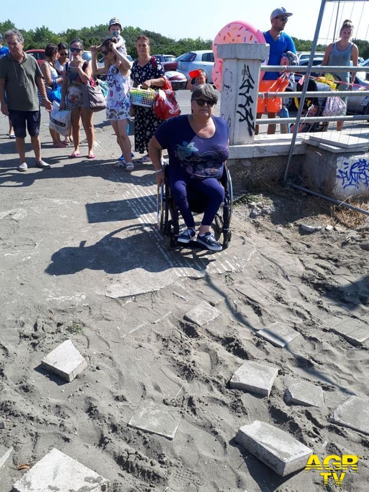 Ostia, J-Ax canta per i diritti dei disabili