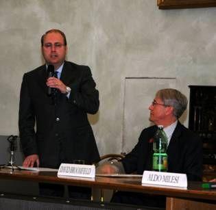 Roma, mobilitazione Forza Italia, raccolta firme contro la Raggi
