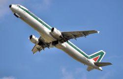 Alitalia, altri 350 milioni per il rilancio