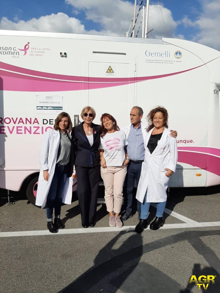 Fiumicino, in rosa per la giornata di prevenzione al seno