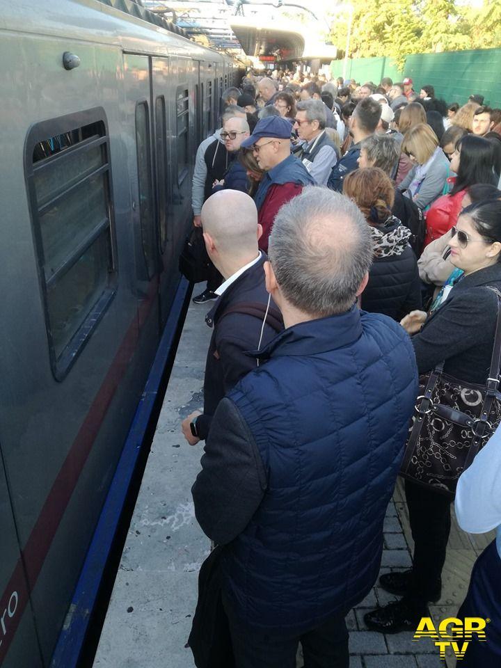 Ostia, guasti tecnici sulla ferrovia Roma-Lido ed allagamenti