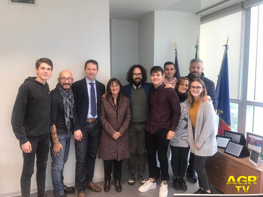 Cerveteri, piove in classe all'Enrico Mattei, il sindaco si presenta alla Città Metropolitana