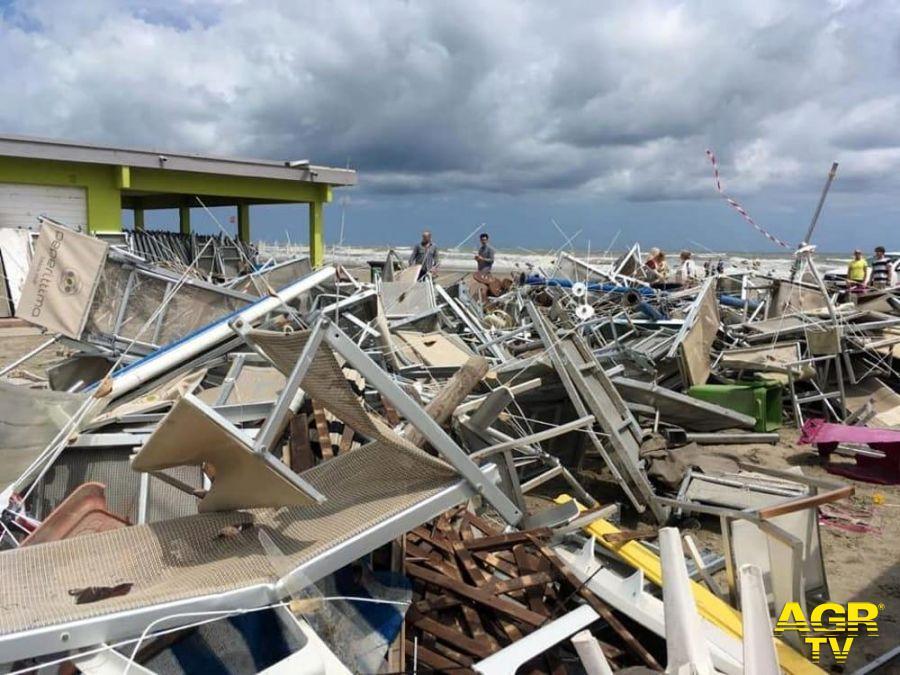 Ostia, il mare distrugge strutture ....che non devrebbero esserci