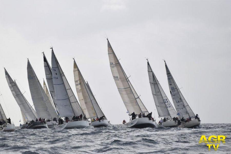Fiumicino, regatanti ed appassionati a scuola di vela