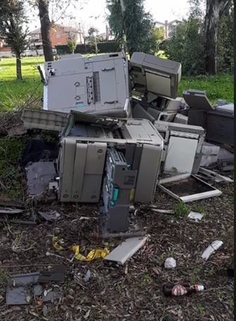 Acilia, la discarica di computer resta al suo posto....