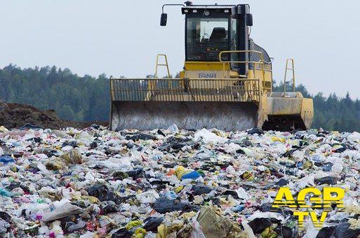 Emergenza rifiuti, Michela Califano attacca la Raggi