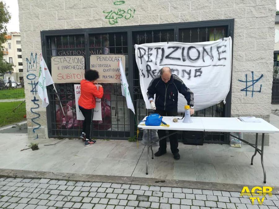 Roma-Lido, i pendolari protestano sotto la Regione Lazio