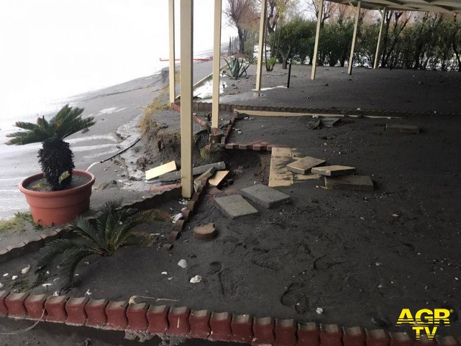 Balneari lanciano l'allarme: l'erosione minaccia gli stabilimenti