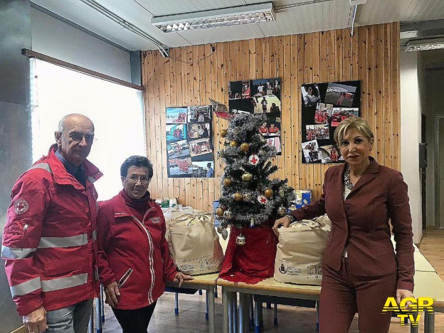 Fiumicino, in distribuzione i pacchi natalizi per le famiglie bisognose