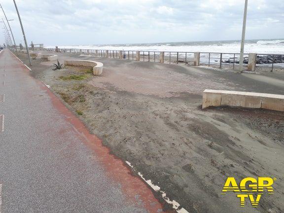 sabbia sull'asfalto