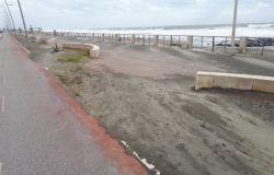 Ostia ponente, quando sarà rimossa la sabbia sull'asfalto?