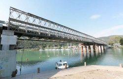 Fiumicino, traffico caotico sul ponte della Scafa