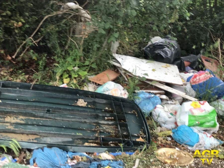Fiumicino nord nel degrado, troppe discariche abusive