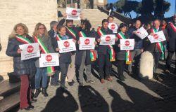 protesta sindaci no discarica