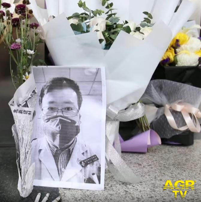 Dr. Wenliang  fu il primo a denunciare per primo l'inizio del contagio ma non fu creduto - foto da video Reuters