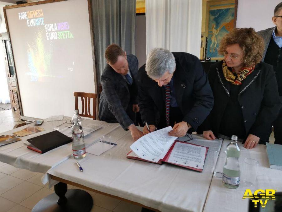 Vitaliano De Salazar direttore generale asl firma accordo