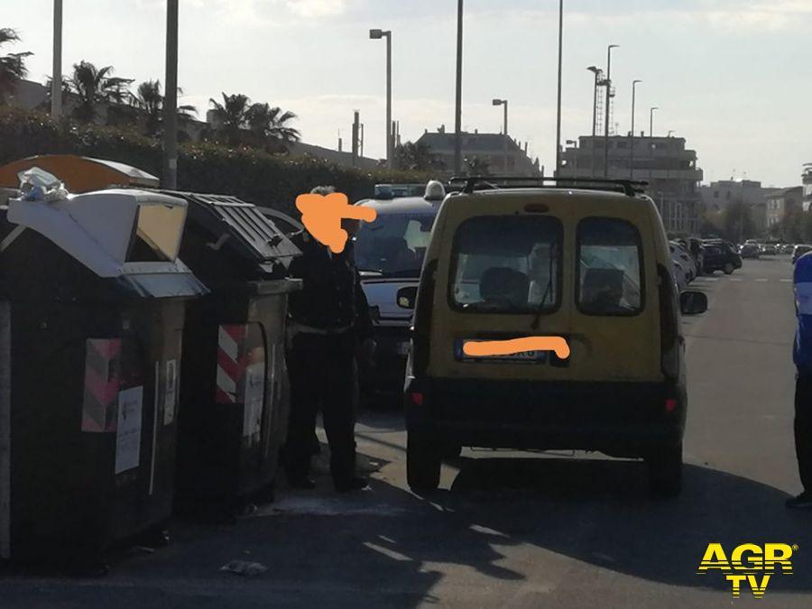 sorpresi a gettare rifiuti dalla municipale