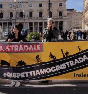 Rispettiamoci in strada, ambientalisti con ciclisti e pedoni manifestano a Roma
