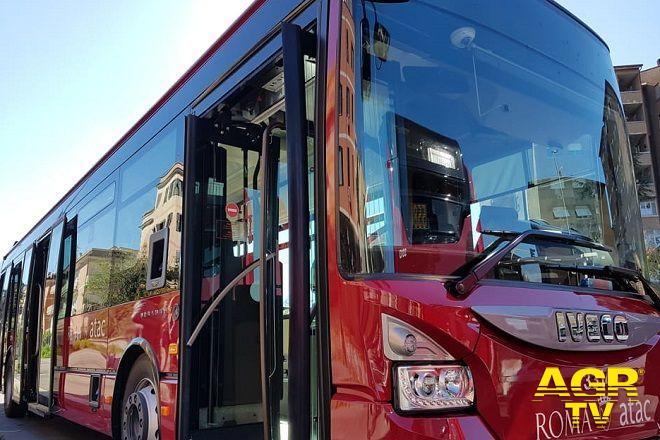 Axa, bus 712 in arrivo