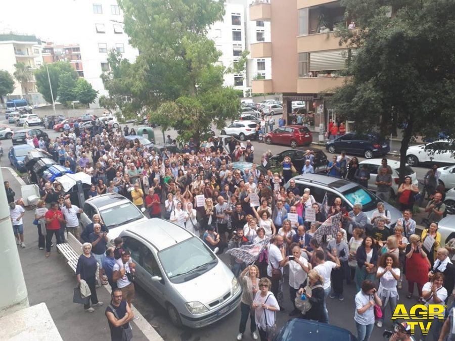 manifestazione ad ostia per Federica Angeli
