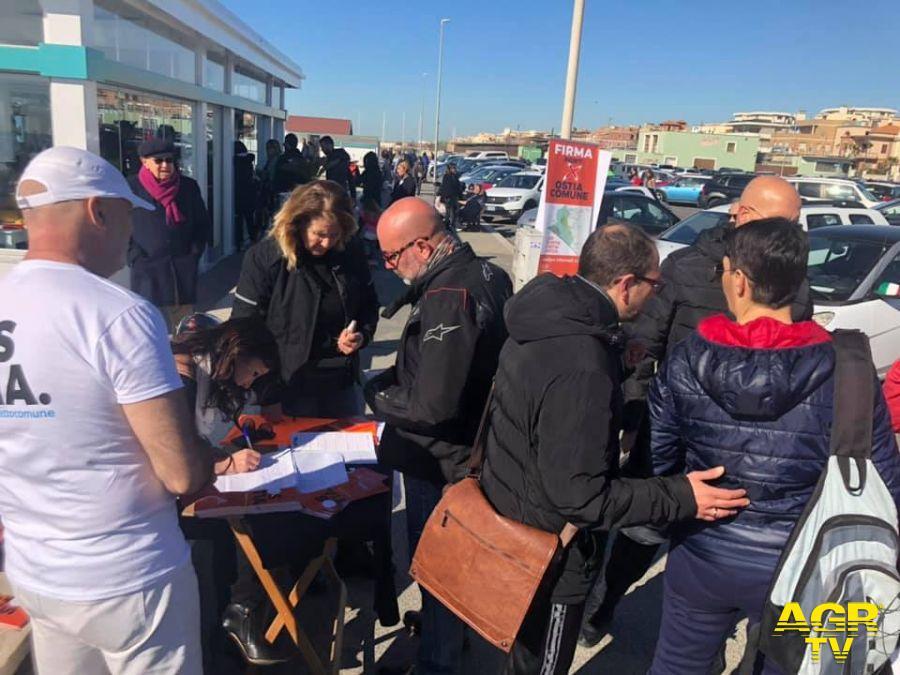gente in fila per firmare