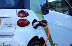 Ricarica dei veicoli elettrici, servizio pubblico prioritario