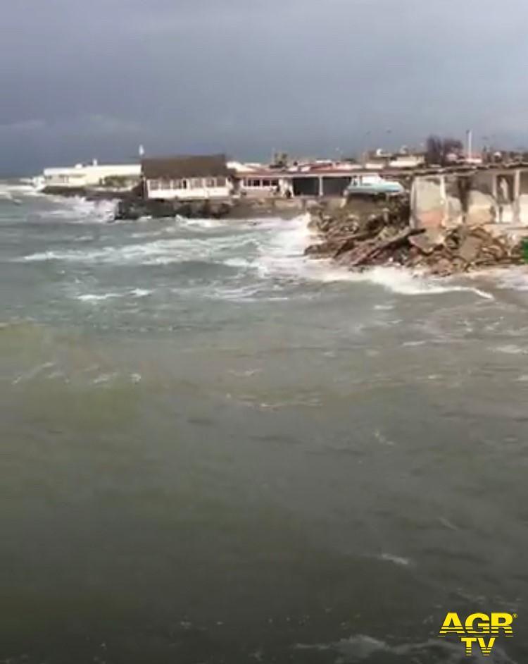 Fiumicino, i ritardi del Pd responsabili dell'erosione della costa
