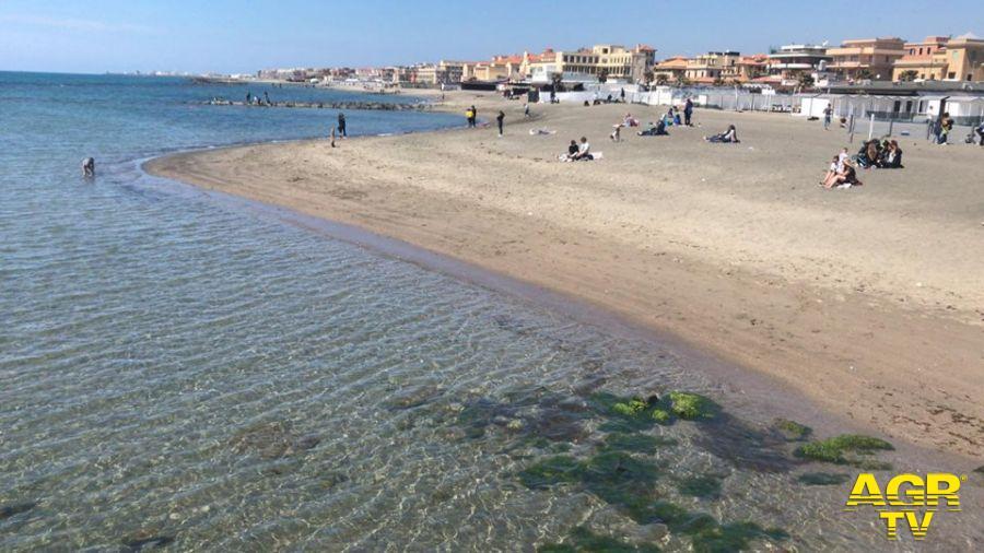 Ostia, spiagge vietate su tutto il litorale romano