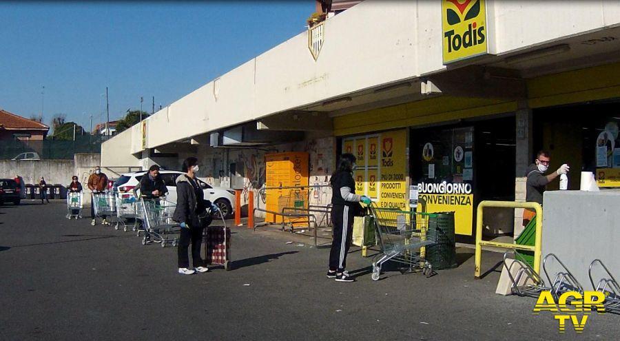 Lega Lazio, vaccinare anche i dipendenti dei supermercati ed esercizi essenziali