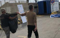 Fishing for letter, raccolta della plastica in mare