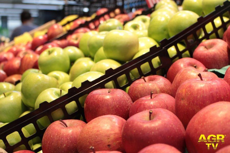 Coronavirus, file al supermercato e spesa più cara