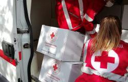 Pomezia, decine di pacchi consegnati dalla Croce Rossa