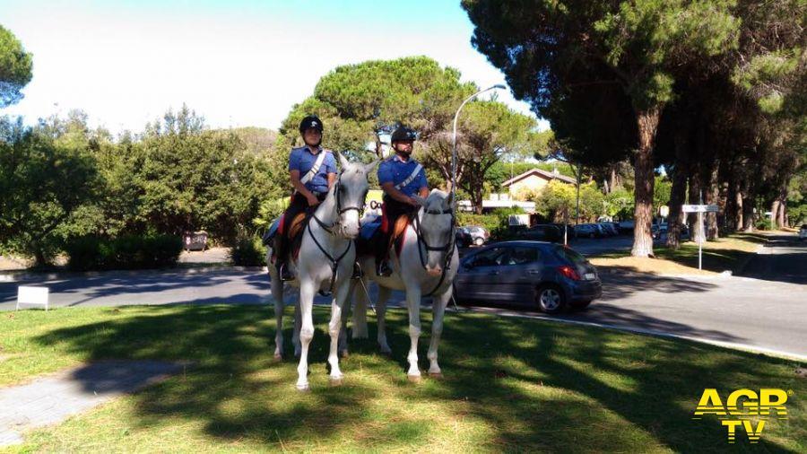 carabinieri a cavallo a Casalpalocco