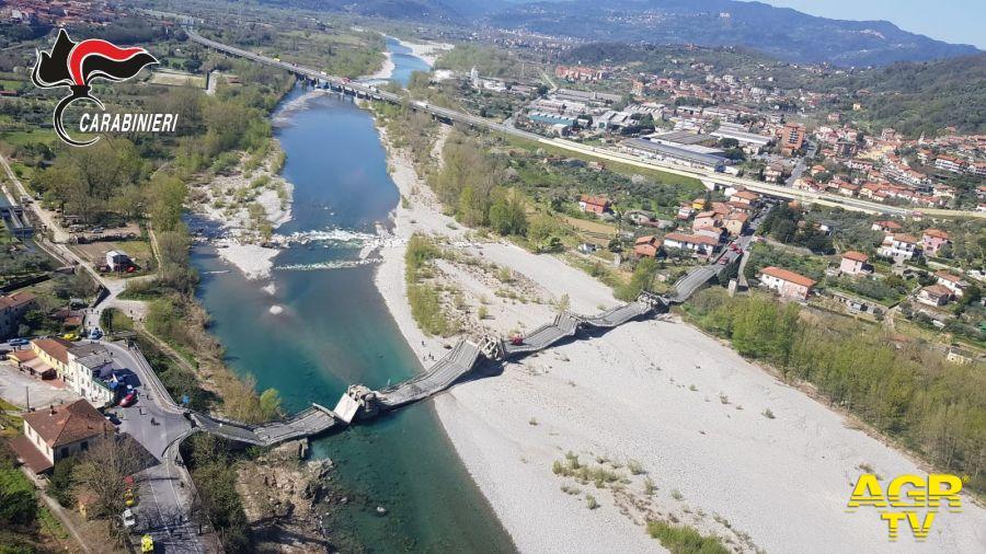 crollo ponre fiume magra riprese elicottero carabinieri