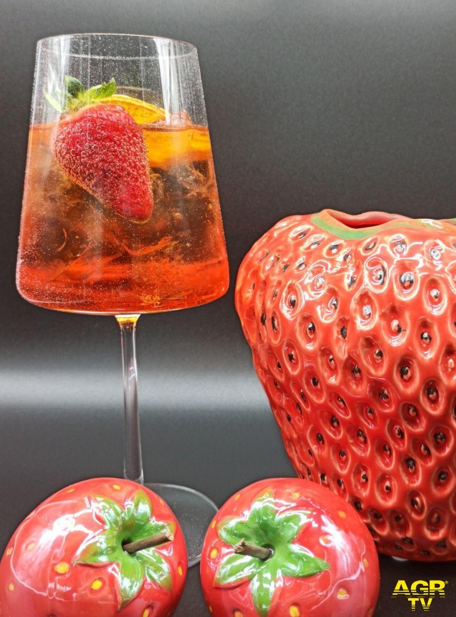 Fragola, la regina di cocktail freschi e gustosi