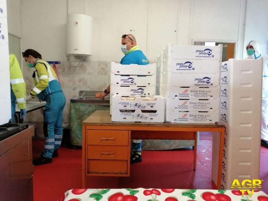 Fiumicino, tre quintali di pesce fresco donati per le famiglie in difficoltà