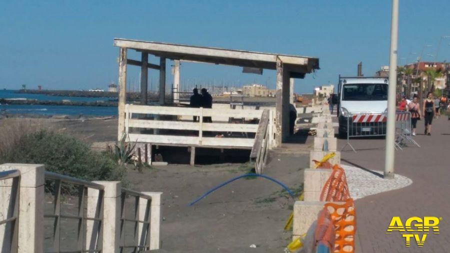 spiaggia ostia ponente rimozione