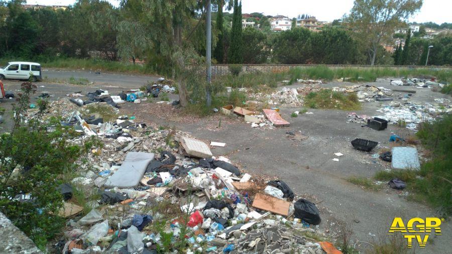 rimozione rifiuti abbandonati in zona Casal Bernocchi