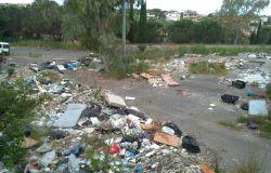 rimozione rifiuti abbandonati in zona Casal Bernocchi nei pressi della Asl