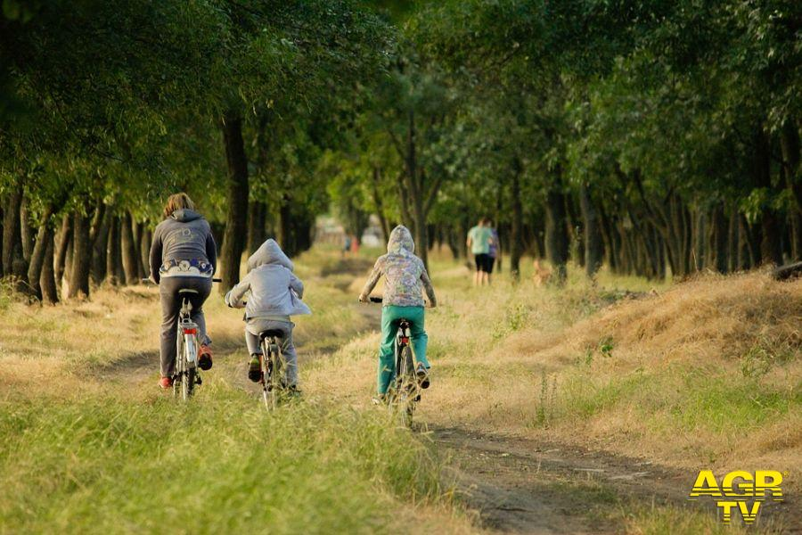 Bimbo in bici scomparso nel parco, lo ritrovano i poliziotti