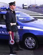Polizia, anziano al volante non si ferma all'alt, bloccato.... tenta di investire gli agenti
