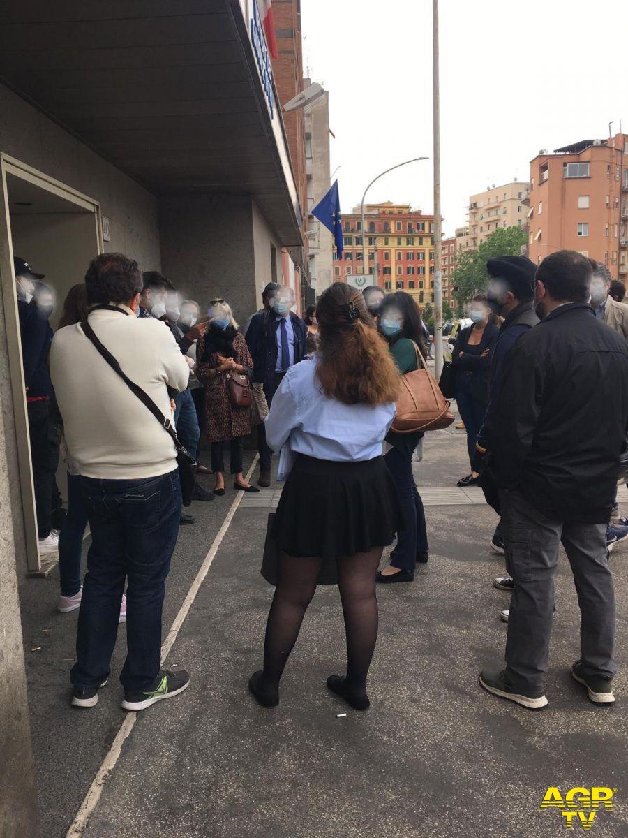 Giustizia, la protesta degli avvocati davanti ai Tribunali contro il caos udienze