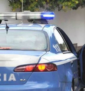 Massacrata di botte, salvata dagli agenti...arrestato il compagno
