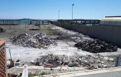 Spiaggia ex Arca trasformata in discarica, subito la bonifica