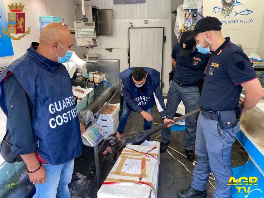 Polizia, chiusa pescheria a Prati per irregolarità amministrative