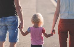 Dal Governo segnale verde per il family act, ecco l'assegno universale