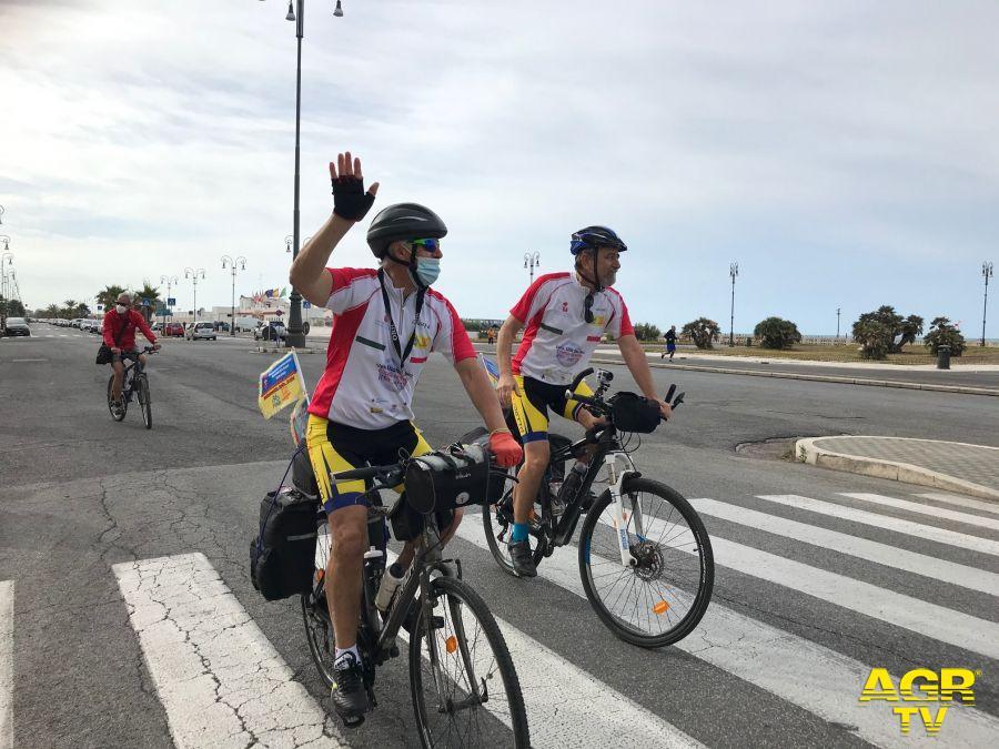 partenza dal pontile impresa in bici