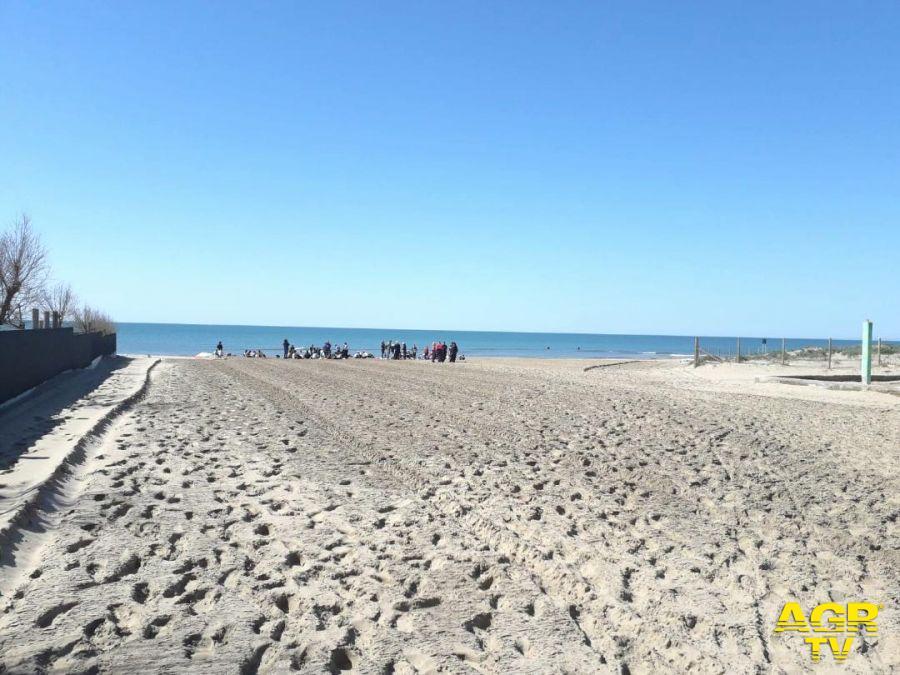 Fiumicino, pulizia spiagge e contenitori differenziata, andranno a regime in settimana